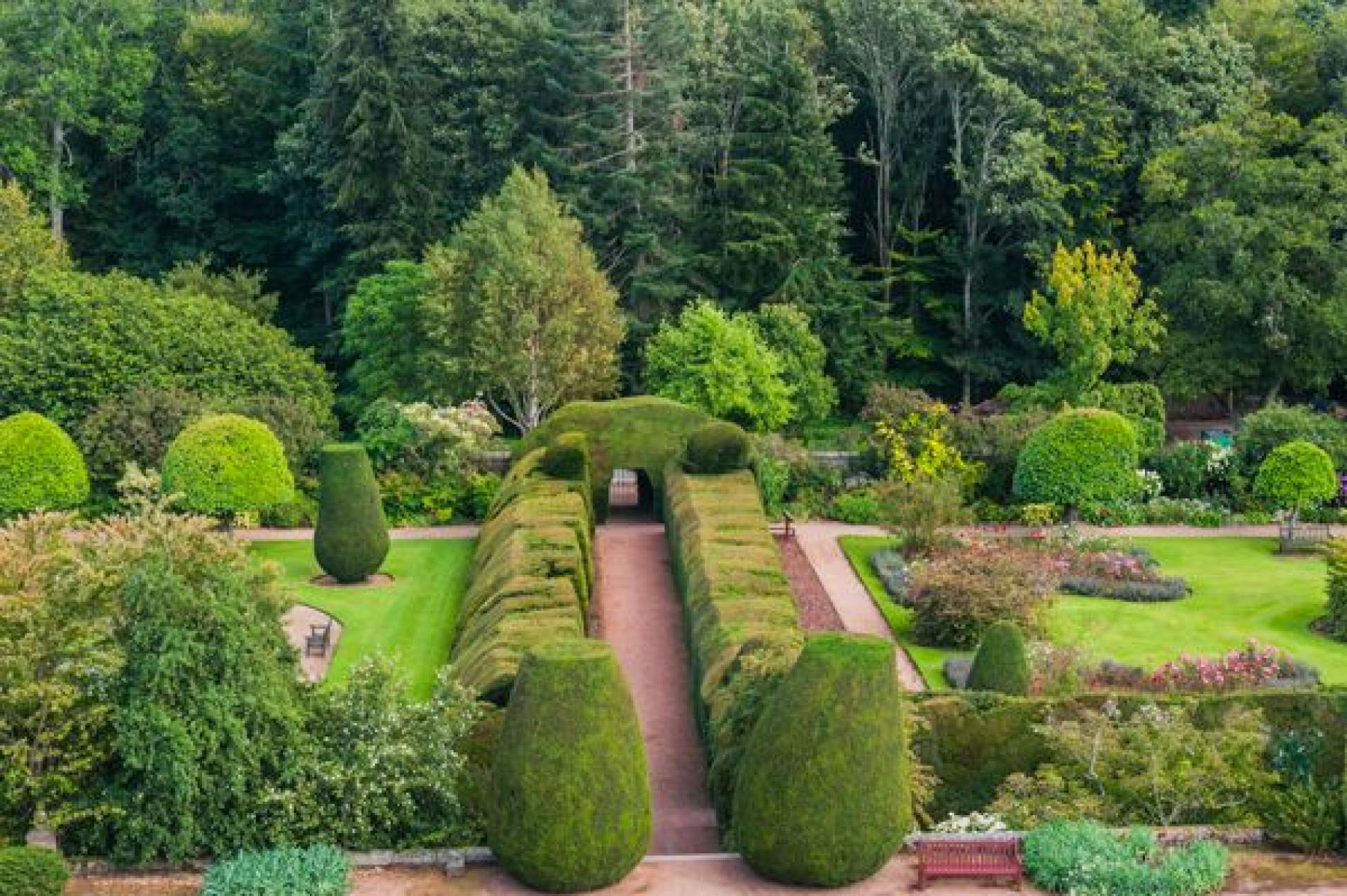 Visit Crathes Castle Gardens Amp Estate Aberdeenshire